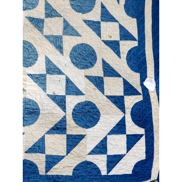 Early 20th Century Antique Blue & White Graphic Quilt For Sale - Image 5 of 10
