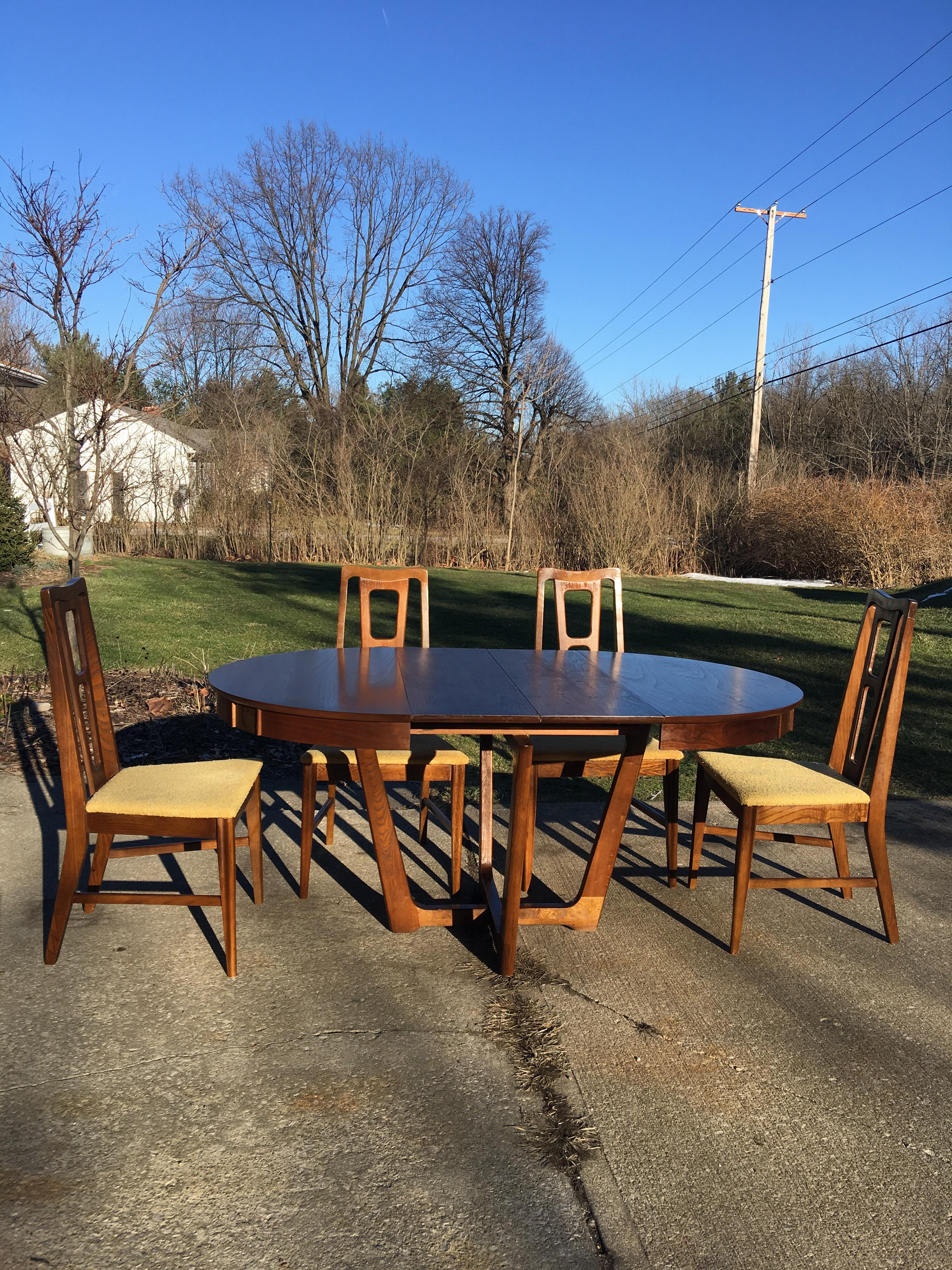Mid Century Bassett Dining Room Table U0026 Chairs   Set Of 5   Image 9