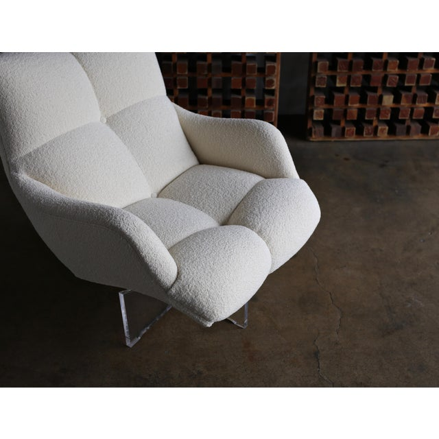 Vladimir Kagan Lucite and Bouclé Swivel Lounge Chair Circa 1970 For Sale In Los Angeles - Image 6 of 13