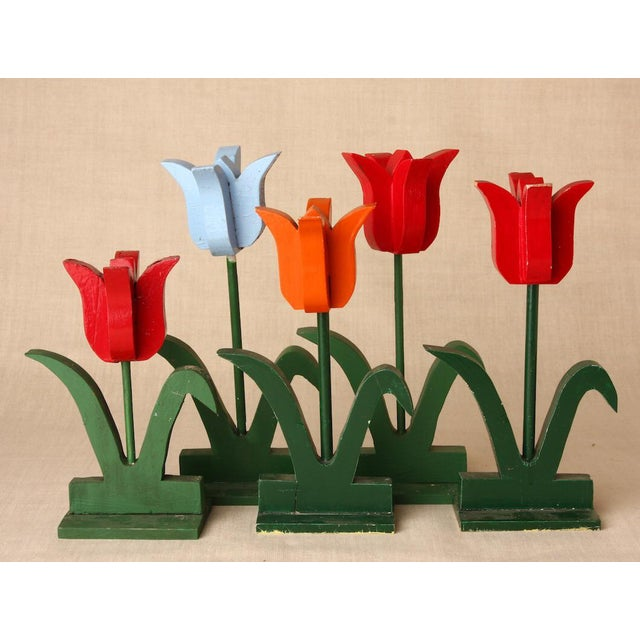Adirondack 1950s Folk Art Red and Baby Blue Wooden Tulip Display - Set of 5 For Sale - Image 3 of 5