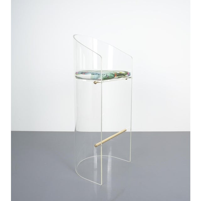 Brass Pair of Lucite Brass Bar Stools Style Charles Hollis Jones, 1960 For Sale - Image 7 of 13