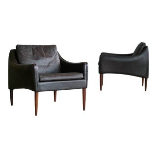 Hans Olsen Pair of Danish Lounge Chairs in Brown Leather and Rosewood Legs For Sale