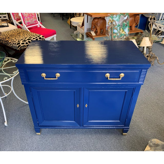 Hollywood Regency 20th Century Hollywood Regency Navy Blue Lacquered Bar Cabinet For Sale - Image 3 of 13