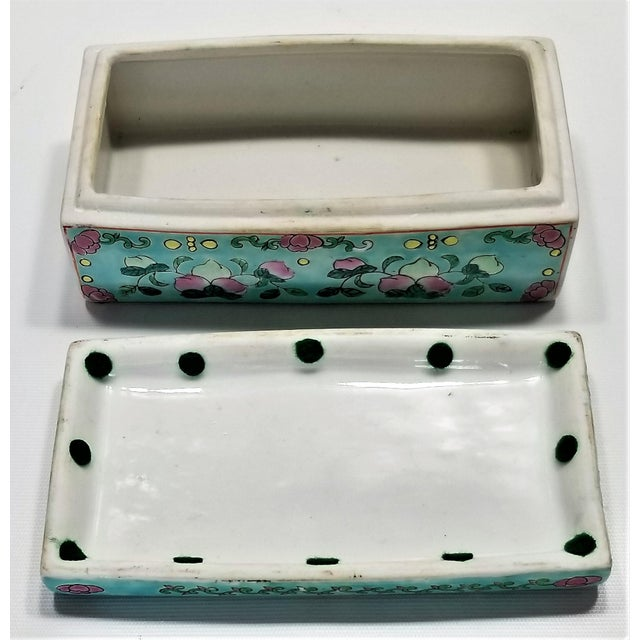 Vintage Light Blue Chinese Famille Rose Porcelain Box With Flowers and Phoenix - Asian Oriental Palm Beach Boho Chic Mid Century For Sale - Image 11 of 12