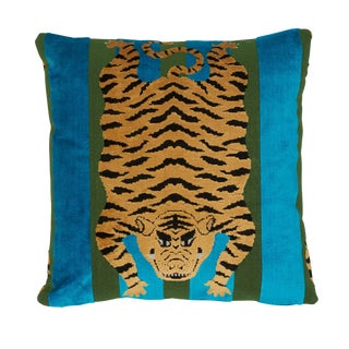 Contemporary Schumacher X Johnson Hartig Jokhang Tiger Velvet Pillow in Peacock & Olive For Sale