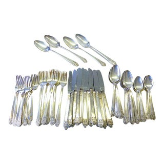 1941 Rogers Modernist Deluxe Silver Plate Service for 12+ Flatware - 64 Pieces For Sale
