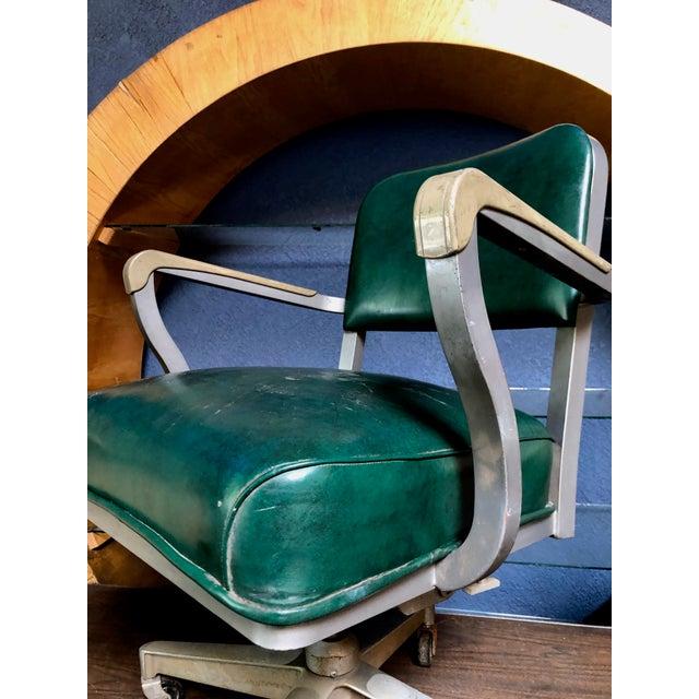 1950s Vintage Beefy Steelcase Banker Rolling Desk Chair For Sale - Image 10 of 11