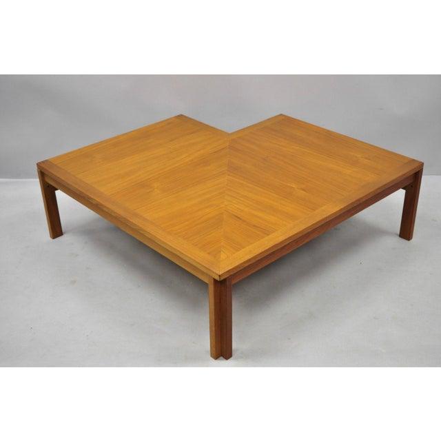 1960s Mid-Century Modern Ole Gjerlov-Knudsen & Torben Lind Moduline France & Son Corner Teak Coffee Table For Sale - Image 12 of 13