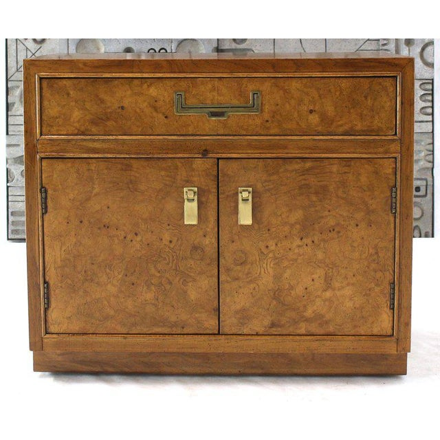 Thomasville Light Burl Wood Campaign Nightstands Bed Tables Brass Hardware - A Pair For Sale - Image 4 of 13