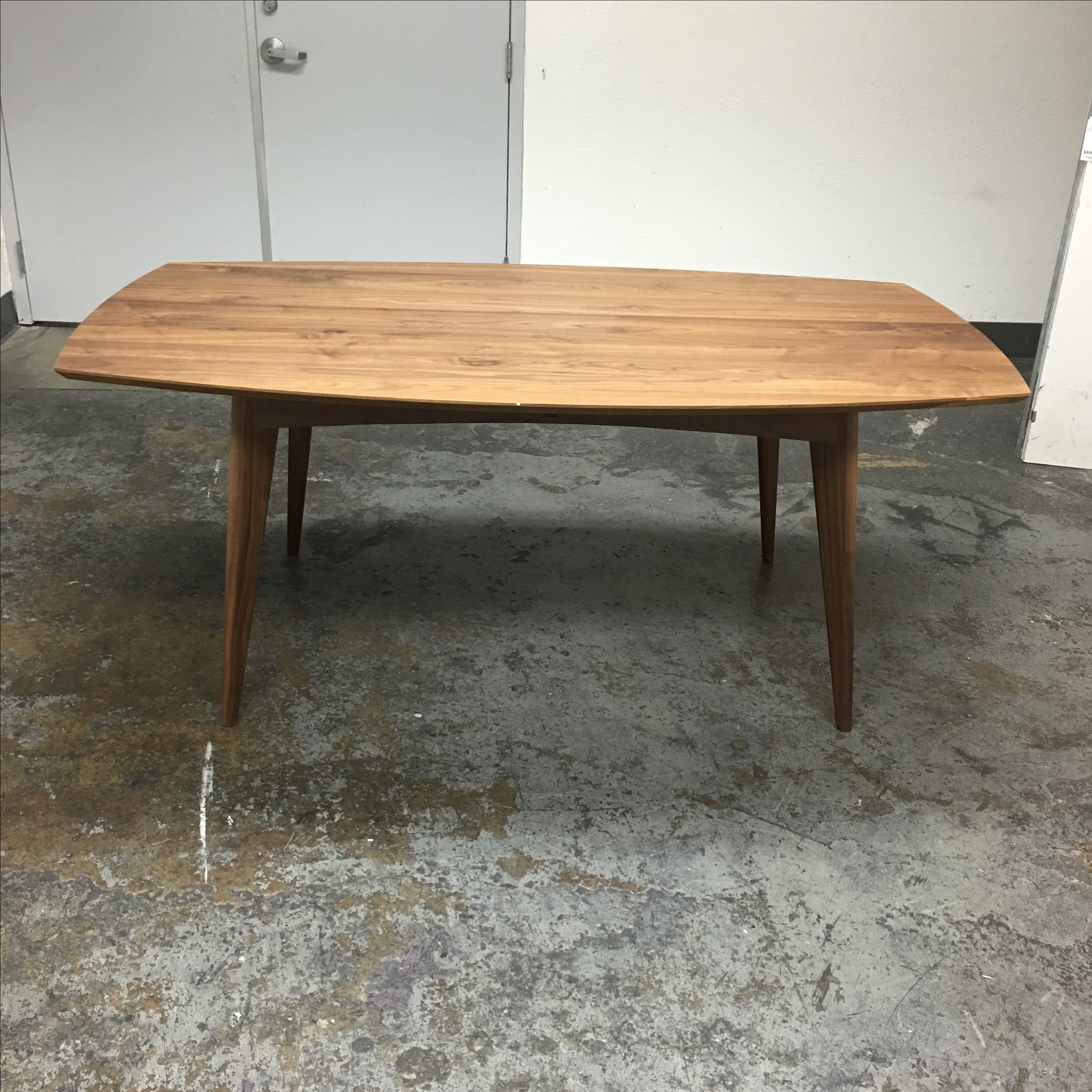 Merveilleux Design Plus Consignment Gallery Has A Beautiful Ventura Table From Room U0026  Board. The Table