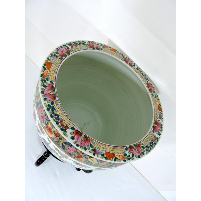 Early 20th Century Antique Chinese Qianlong Porcelain Planter For Sale - Image 9 of 11