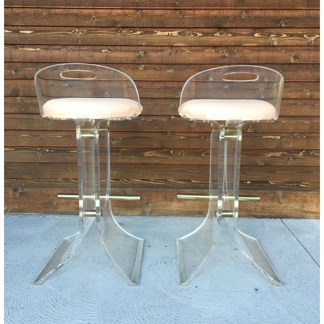 Hill Manufacturing Co. Hill Manufacturing Lucite & Brass Bar Stools - a Pair For Sale - Image 4 of 10