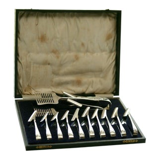 Silver Plate Fitted Boxed Set of Asparagus Server and Holders For Sale