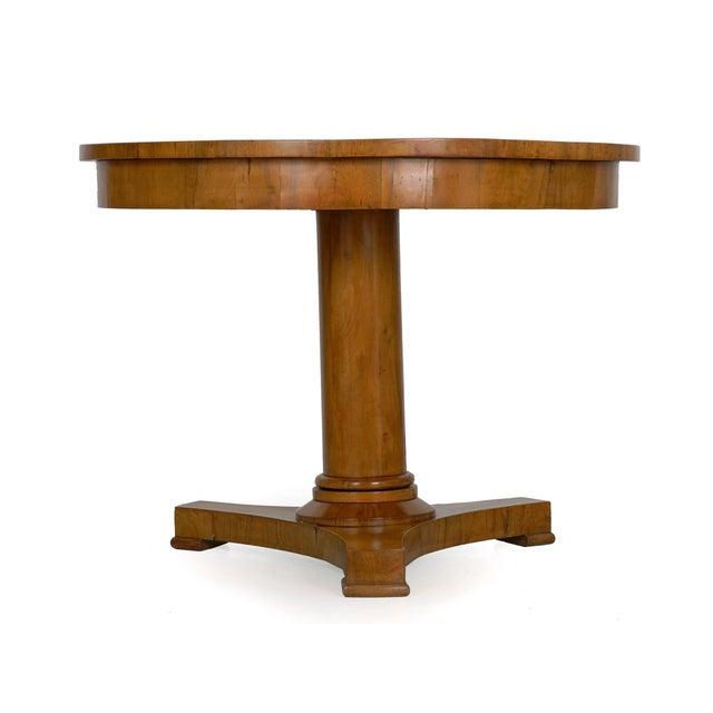 Biedermeier 19th Century Austrian Biedermeier Walnut Antique Round Center Table For Sale - Image 3 of 13