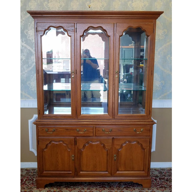 1990s Oak Drexel Heritage Carleton Collection Dining Room China Cabinet - Image 4 of 11