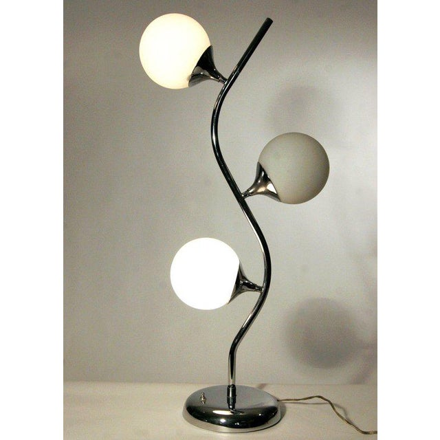 Mid-Century Modern Vine-Like Table Lamp in the Manner of Robert Sonneman For Sale - Image 3 of 4
