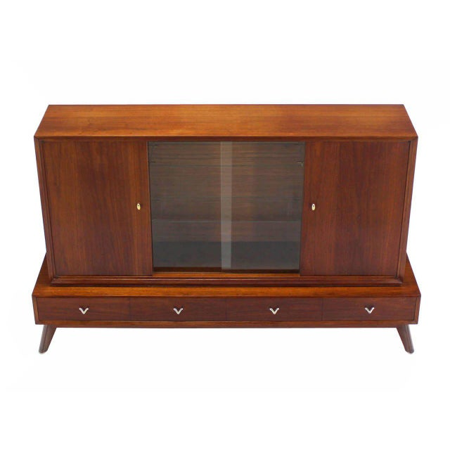 Brown Mid-Century Modern Credenza or Low China Cabinet For Sale - Image 8 of 8