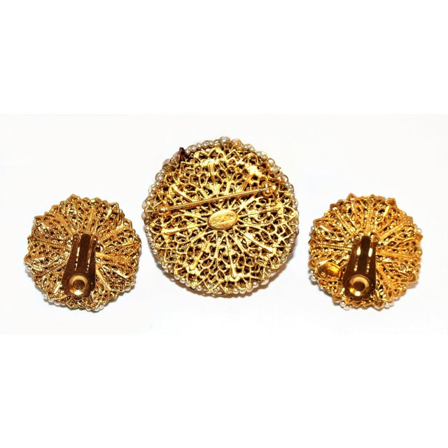 1968 William deLillo Faux-Pearl Brooch and Earrings For Sale In Los Angeles - Image 6 of 7