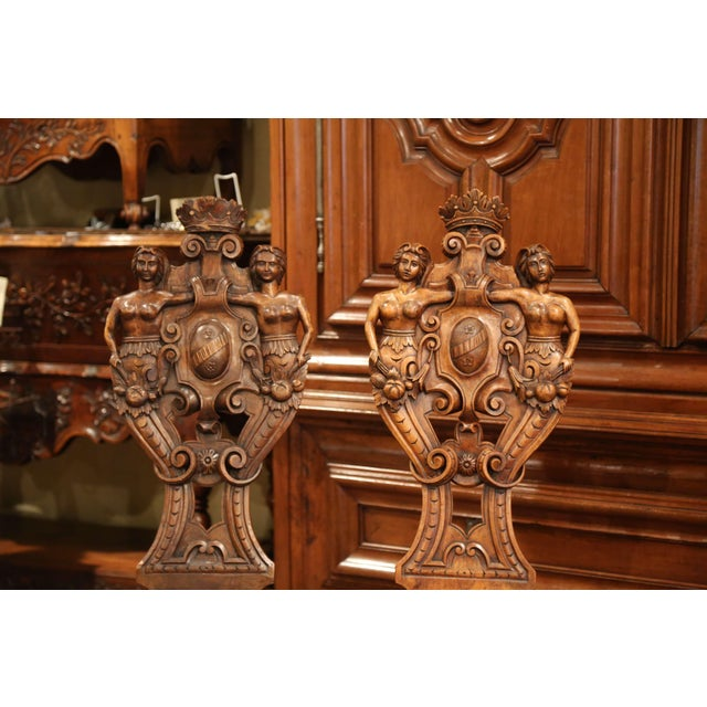 Figurative Pair of 19th Century Italian Renaissance Carved Walnut Sgabello Hall Chairs For Sale - Image 3 of 13
