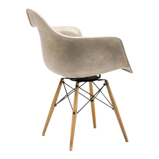 Charles Eames PAW Rope Edge Dowel Leg Swivel Chair For Sale