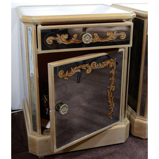 Pair of 1940's Hollywood Mirrored End Tables/Night Stands For Sale In New York - Image 6 of 10