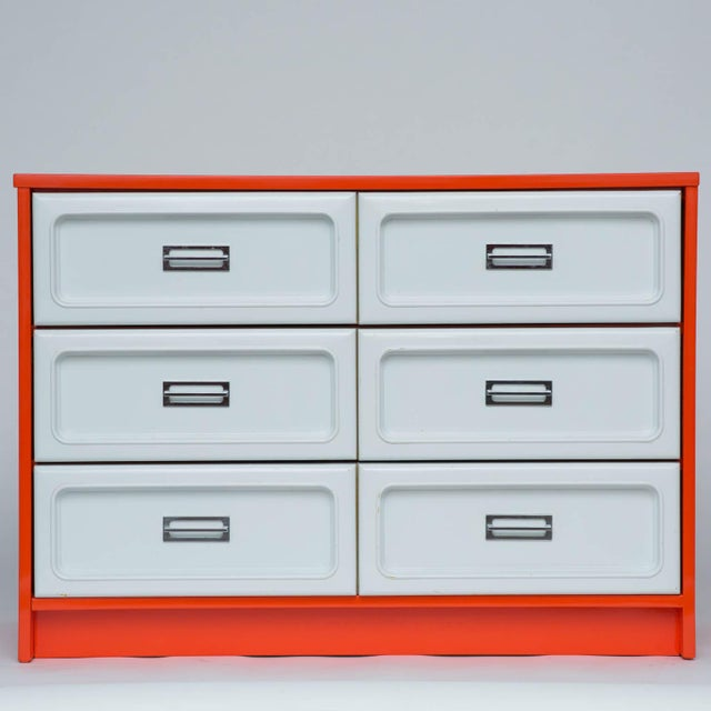 Basset Plastic Front Dresser in The Manner Of Raymond Loewy For Sale In New York - Image 6 of 7