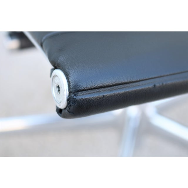 Mid-Century Modern Herman Miller Eames Aluminum Group Black Management Chair For Sale - Image 9 of 13
