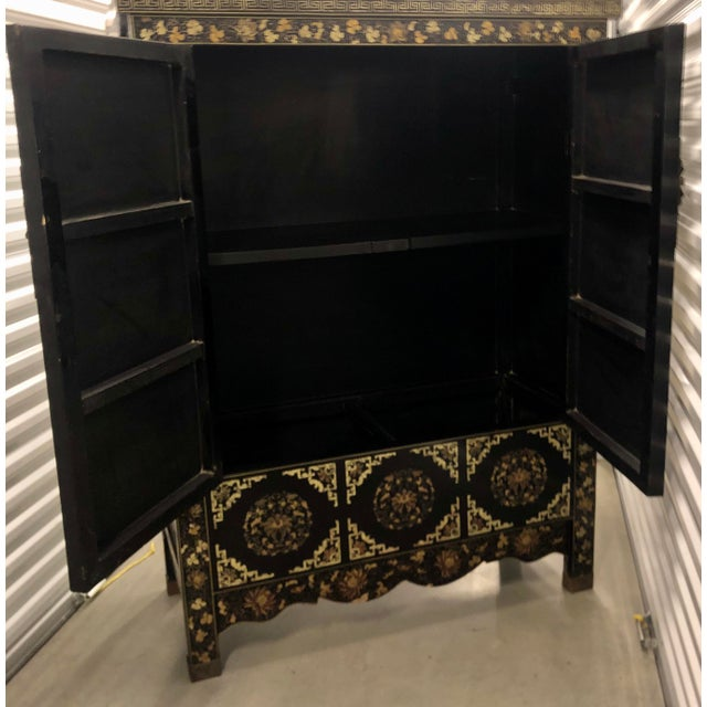 Mid 20th Century Vintage Chinese Black Lacquer Chinoiserie Cabinet For Sale - Image 5 of 9