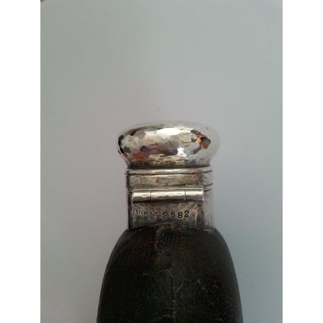 1920s Art Deco English Hip Flask in Sterling Silver, Gold Wash, Leather & Hand Blown Glass For Sale - Image 4 of 13