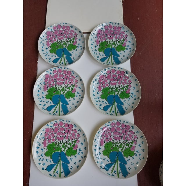 Taste Seller by Sigma 1970's Gloria Vanderbilt for Sigma Tastesetters Dinner Plates - Set of 6 For Sale - Image 4 of 4