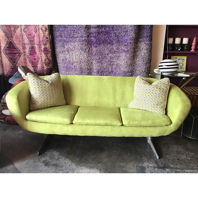 Mid-Century Modern 1960s Vintage Lime Green Velvet Overman Pod Sofa For Sale - Image 3 of 9