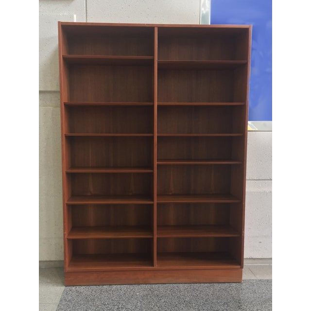 Mid-20th Century Danish Modern Teak Bookcase by Poul Hundevad For Sale - Image 9 of 10