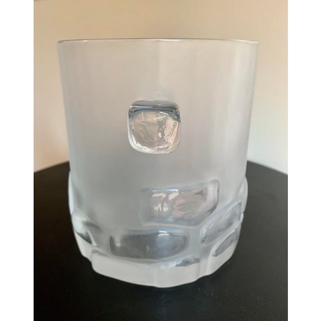 Antique Hand Blown Brutalist Glass Ice Bucket W/ Clear Relief Cut Cubical Band & Cube Handles For Sale - Image 4 of 11