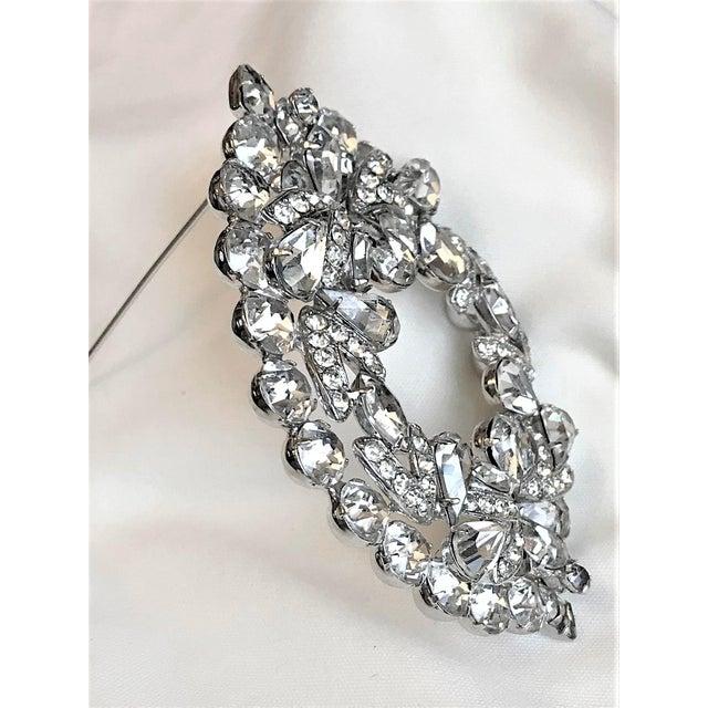 Hollywood Regency 1960s Eisenberg Large Faceted Crystal Brooch For Sale - Image 3 of 9
