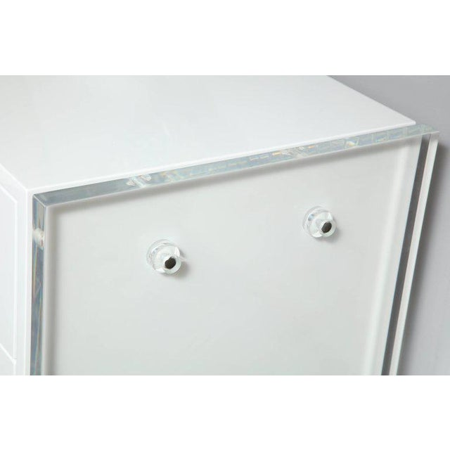 Modern Six-Drawer White Lacquer Dresser with Acrylic Side Panels For Sale - Image 3 of 9