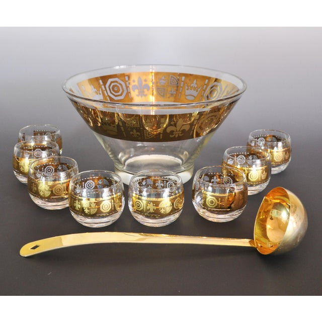This is a perfect size punch set for small gatherings. It is a 10 piece set with the bowl, ladle and 8 glasses. It is not...