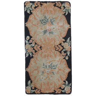 Handmade antique American hooked rug 1.9' x 3.9' For Sale