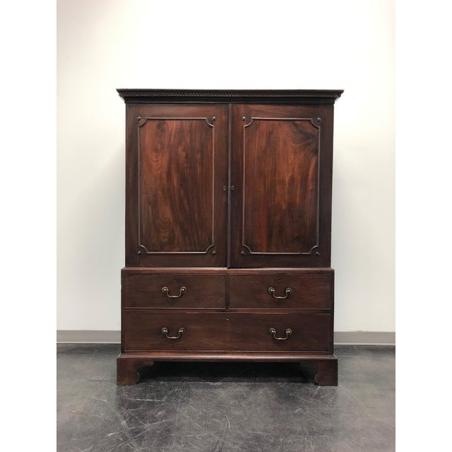 Antique Late 18th / Early 19th Century Walnut & Mahogany Chippendale Linen Press For Sale - Image 13 of 13