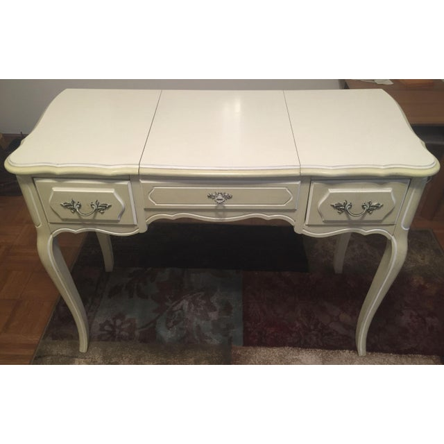 Vintage 1960s Henry Link French Provincial Vanity With Mirror For Sale In Milwaukee - Image 6 of 6