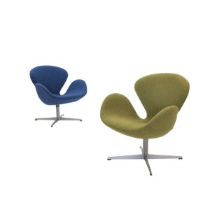 1960s Vintage Arne Jacobsen for Fritz Hansen Swan Chairs- A Pair For Sale