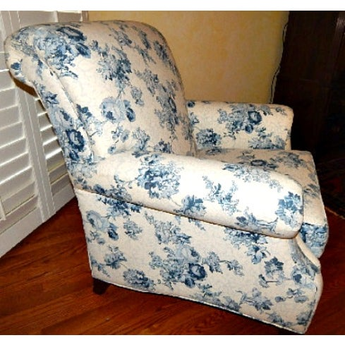 Ethan Allen Blue and White Floral Avery Chair - Image 3 of 6