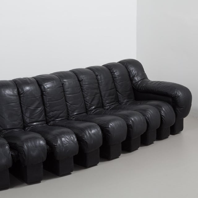 A 28 Piece Black Leather De Sede DS 600 Sectional Leather Sofa 1987 For Sale - Image 9 of 10