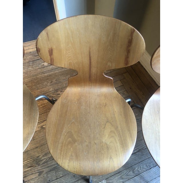 Mid-Century Modern Arne Jacobsen Egg Table With Ant Chairs Set For Sale - Image 3 of 9