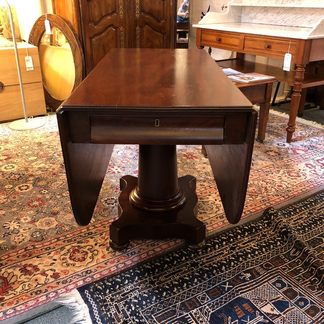 Design Plus Gallery presents a beautiful, antique dining table. All the robust details of the Federal Period, this...