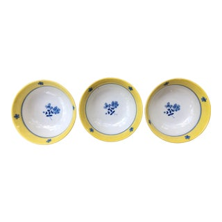 20th Century Chinese Blue White and Yellow Floral Porcelain Rice Bowls - Set of 3 For Sale