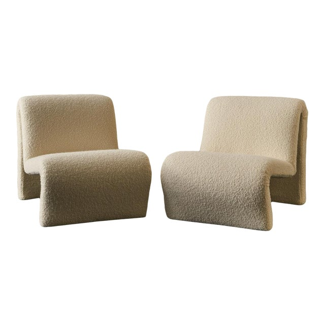 Pair of Curvy Sculptural Lounge Chairs in Ivory Boucle For Sale