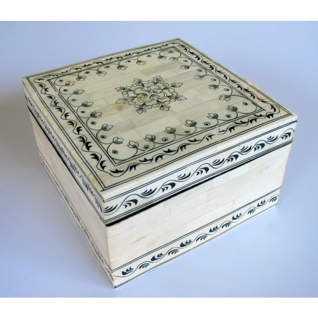 Islamic A large Moroccan box For Sale - Image 3 of 3
