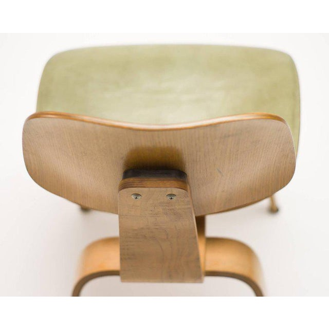 Charles and Ray Eames Rare Charles and Ray Eames DCW Chair in Green Leather For Sale - Image 4 of 10