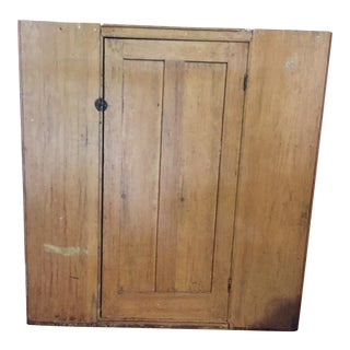 Early 19th Century American Corner Cabinet For Sale