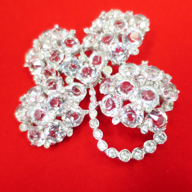 1940s Reja Rhodium & Sterling Cut Crystal Four Leaf Clover Brooch, 1940s For Sale - Image 5 of 12